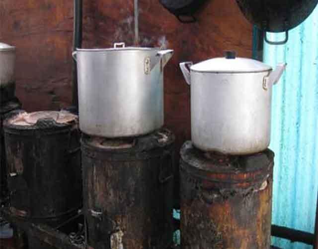 Bếp than tổ ong đang dần được thay thế bằng nồi phở điện