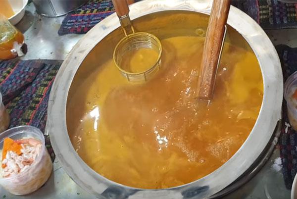 Nấu nước lèo bằng nồi điện nấu phở