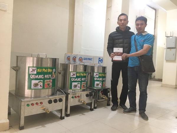 Quán bún cá đặt mua trọn bộ nồi phở điện Quang Huy