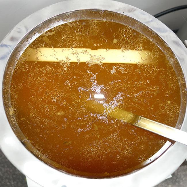 Nước lèo phở ngon ngọt được nấu bằng nồi điện