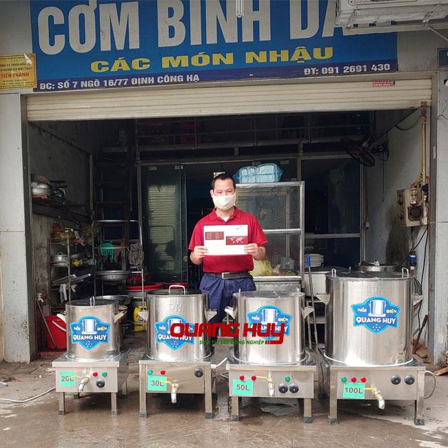 Quang Huy giao bộ 4 nồi phở cho khách quán nhậu, quán cơm bình dân