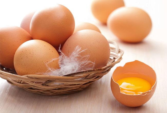 Trứng gà làm nhân bánh cuốn