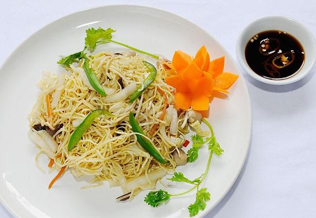 Món ăn được trang trí và bày biện hấp dẫn bắt mắt