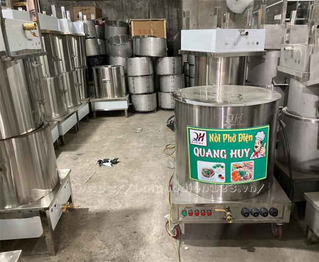 Kho hàng chứa thiết bị nhà bếp Quang Huy