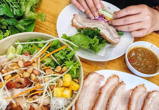 Review quán bánh cuốn thịt heo ngon Hà Nội không thể bỏ lỡ cho các tín đồ yêu bánh cuốn