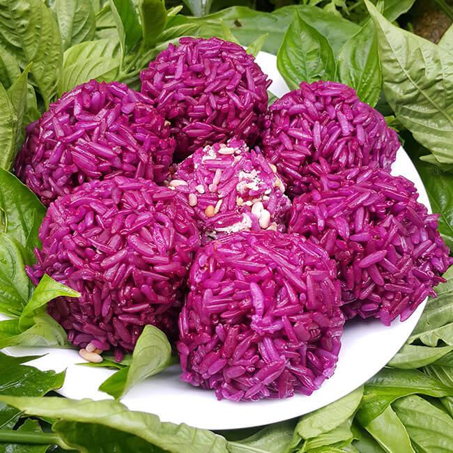 Xôi lá cẩm ngon dẻo hấp dẫn cả hương vị và màu sắc
