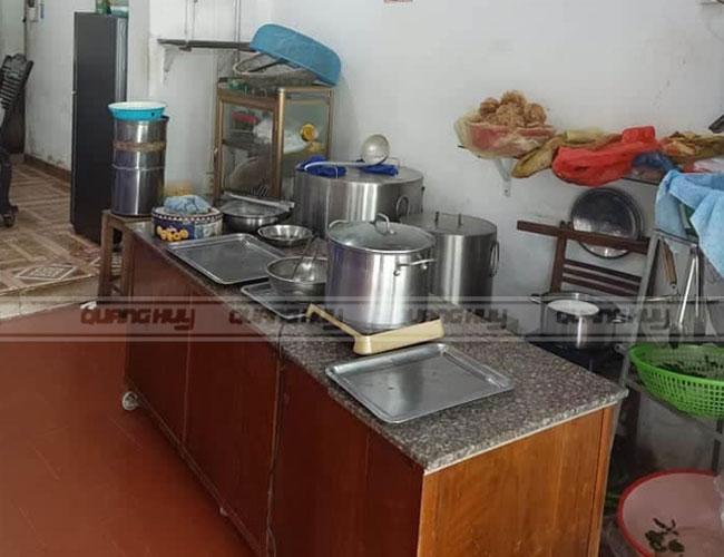 Bếp điện nấu phở được lắp đặt tại quán