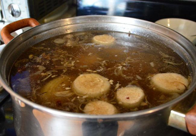 Cách nấu nước lèo hủ tiếu bò viên