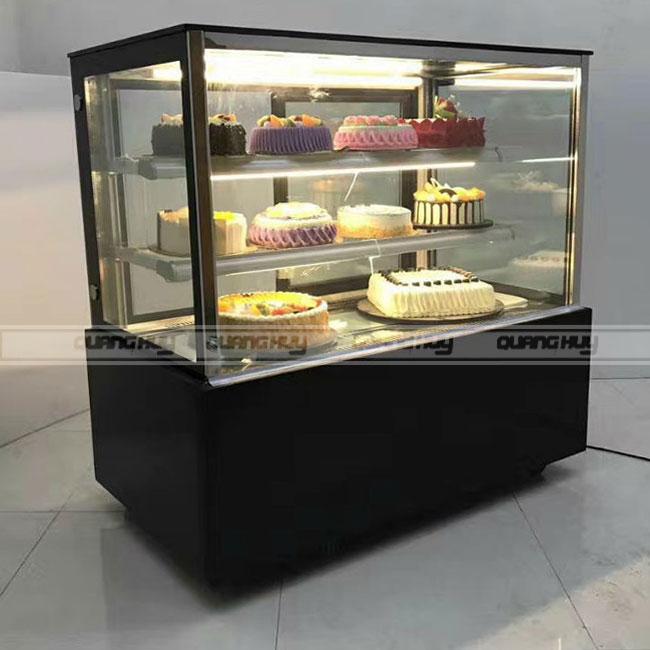 Hệ thống phun sương, cấp ẩm, đèn led sáng vàng giữ bánh kem luôn tươi, đẹp mắt