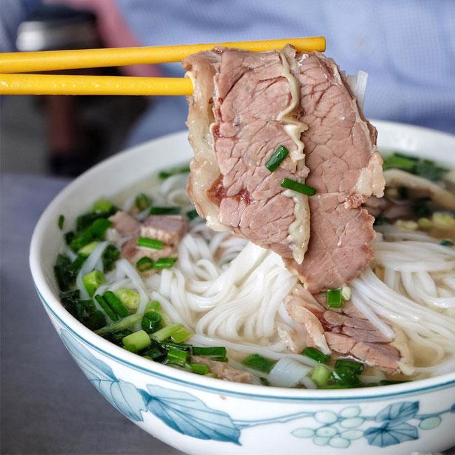 Món phở bò tái chín hoặc tái tùy theo khẩu vị người ăn