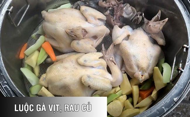 Nồi luộc gà vịt, rau củ nhiều hơn