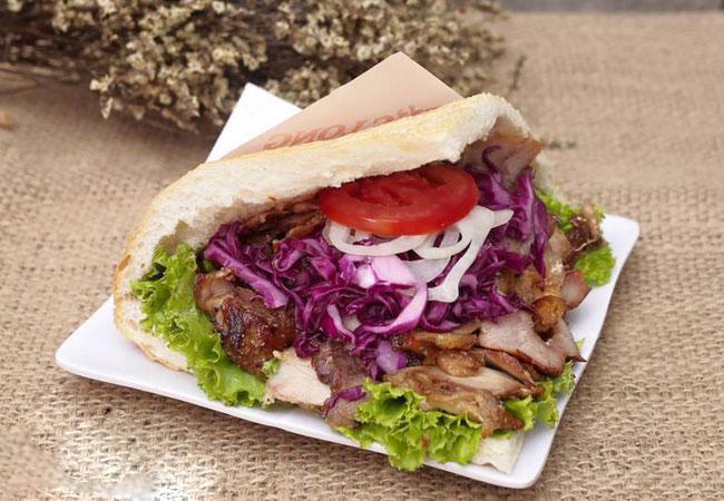 Bánh mì Doner Kebab - Món ăn được nhiều người yêu thích