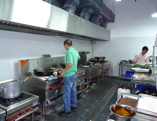 Bếp nấu ăn - vật dụng cần thiết khi mở quán cơm