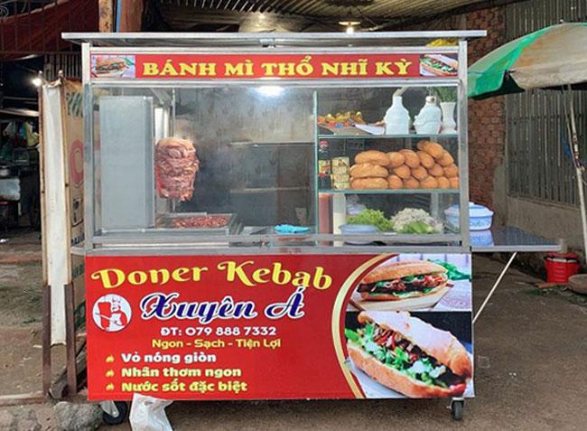 Tủ bán bánh mì Doner Kebab, lò nướng thịt nóng hổi được lắp đặt nướng thịt trực tiếp