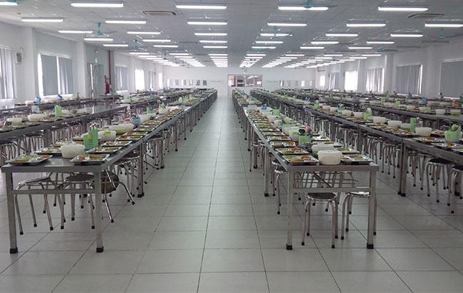 Bếp ăn khu công nghiệp với số lượng suất ăn lớn