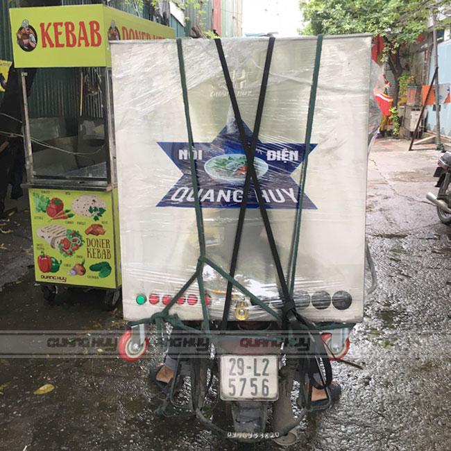 Quang Huy giao nồi bánh chưng vuông cho khách hàng