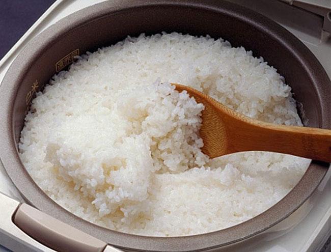 Nấu xôi bằng nồi cơm điện đơn giản
