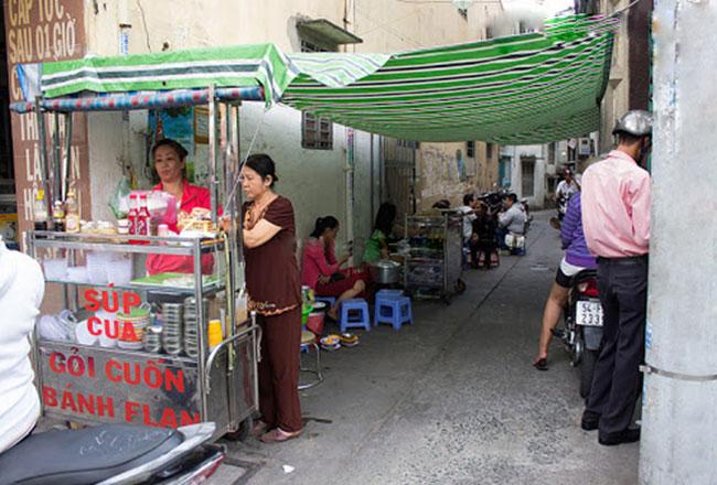 Xe bán súp cua vỉa hè ngõ đường phố