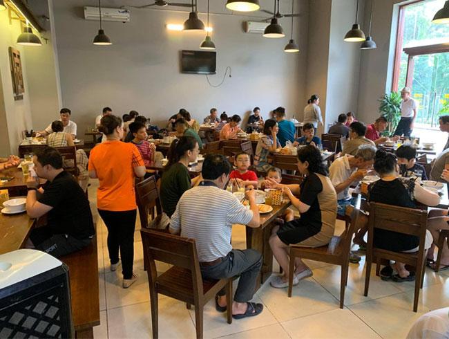Nhà hàng phở đông khách