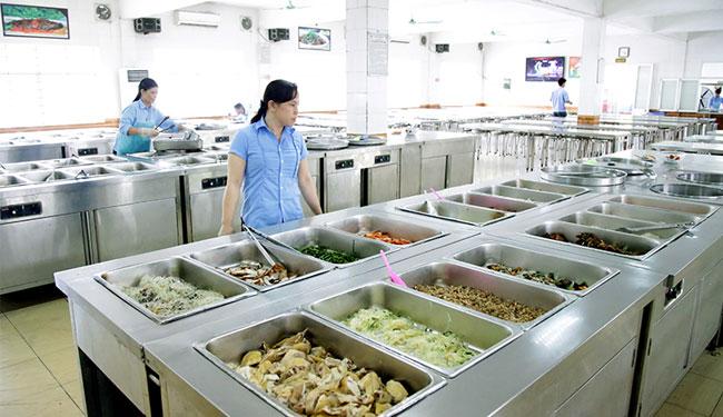 Quầy giữ nóng thức ăn được lắp đặt trong các bếp công nghiệp
