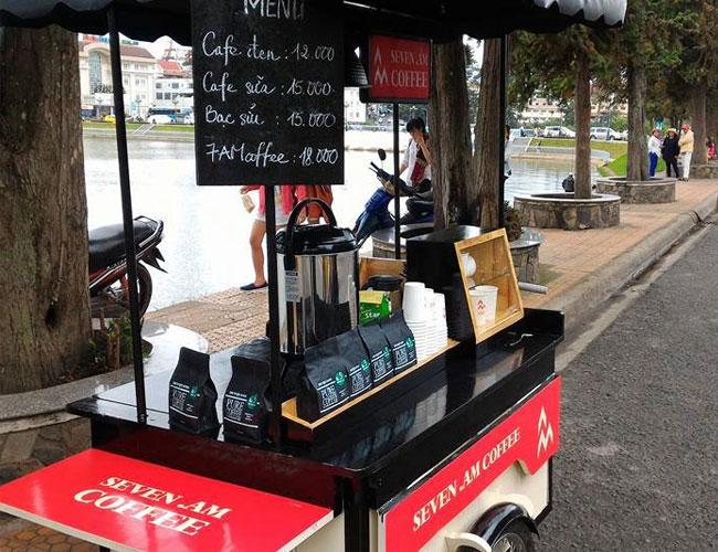 Bán cà phê đường phố bằng xe đẩy
