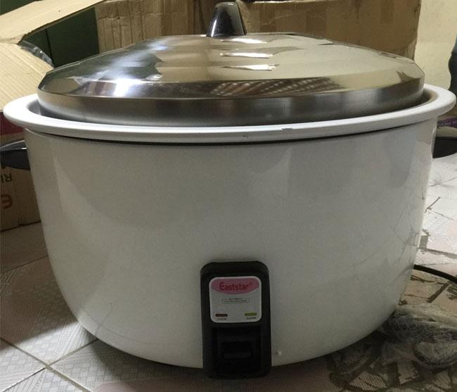 Nồi cơm điện công nghiệp 30 lít nấu khoảng 11kg gạo/mẻ