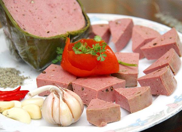 Hoàn thiện món giò bò thơm ngon