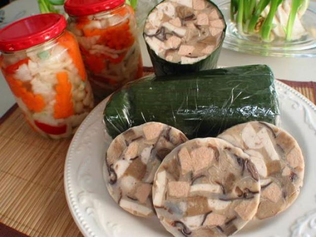 Giò thủ ngon hấp dẫn là món ăn quen thuộc trong mâm cơm người Việt